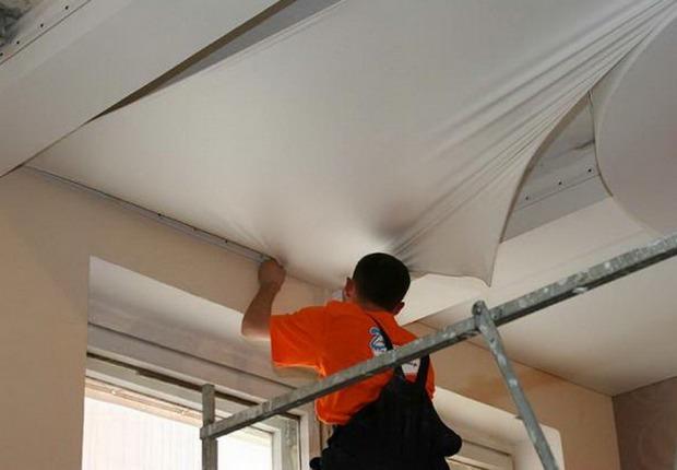 Как производят натяжные потолки?