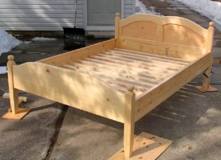 Как самостоятельно собрать деревянную кровать: особенности монтажа