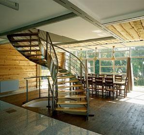 Какие лестницы подходят для установки в деревянных домах
