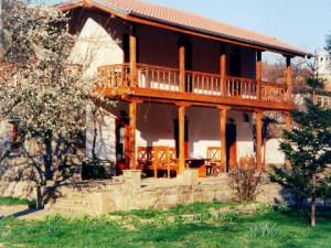 Какова цена сельского домика в Болгарии ?
