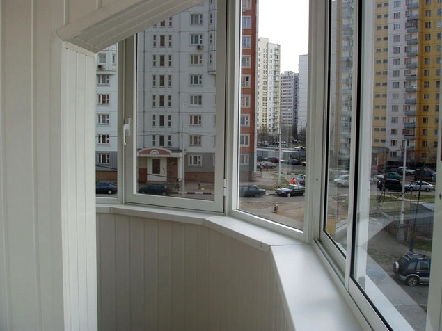 Остекление балконов и лоджий пластиковыми и алюминиевыми рамами