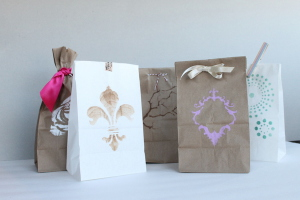 diy-stenciled-favor-bags