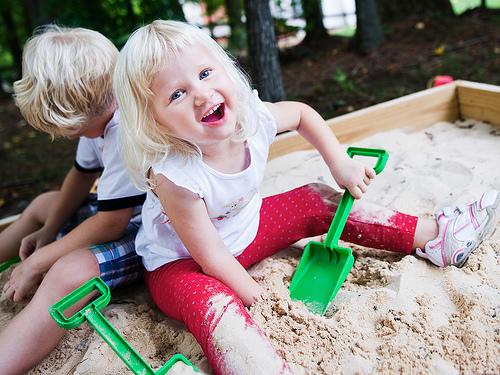 ребенок в песочнице картинки