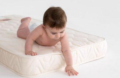 kak vybrat matras v detskuju krovatku 2